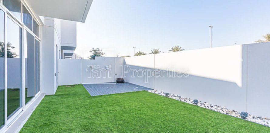 Townhouse in Dubai Land, Dubai, UAE 3 bedrooms, 204.4 sq.m. № 3281