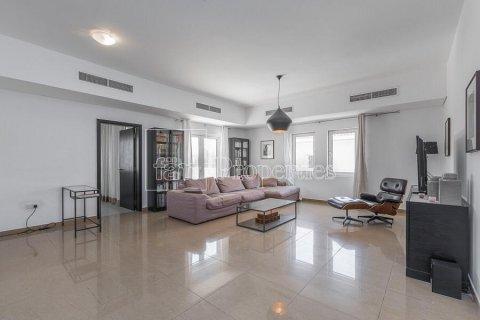 Villa in Dubai Land, Dubai, UAE 5 bedrooms, 594.6 sq.m. № 5146 - photo 12