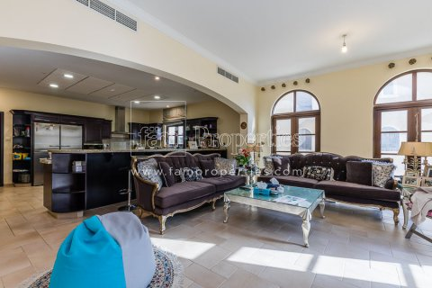 Villa in Dubai Land, Dubai, UAE 6 bedrooms, 1579.3 sq.m. № 4376 - photo 3