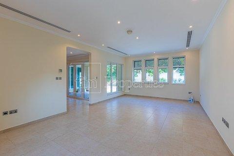 Villa in Jumeirah, Dubai, UAE 3 bedrooms, 826.6 sq.m. № 3417 - photo 5