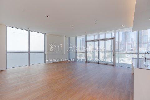 Apartment in Jumeirah, Dubai, UAE 3 bedrooms, 204.2 sq.m. № 5280 - photo 1
