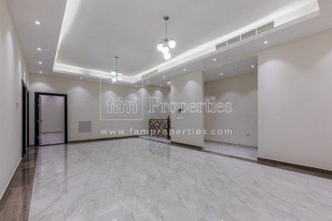Villa in Dubai Land, Dubai, UAE 5 bedrooms, 678.2 sq.m. № 5106 - photo 5