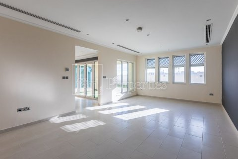 Villa in Jumeirah, Dubai, UAE 3 bedrooms, 826.6 sq.m. № 3417 - photo 8