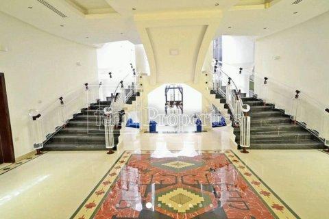 Villa in Emirates Hills, Dubai, UAE 7 bedrooms, 1723.6 sq.m. № 3674 - photo 3
