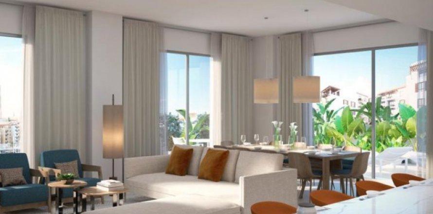 Apartment in Jumeirah, Dubai, UAE 3 bedrooms, 185 sq.m. № 6600