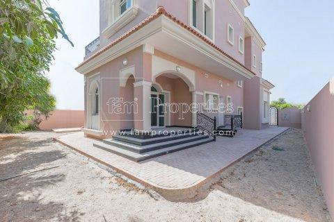 Villa in Dubai Land, Dubai, UAE 5 bedrooms, 603.9 sq.m. № 5194 - photo 2