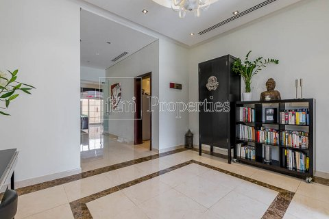 Villa in Dubai Land, Dubai, UAE 4 bedrooms, 557.4 sq.m. № 5189 - photo 3