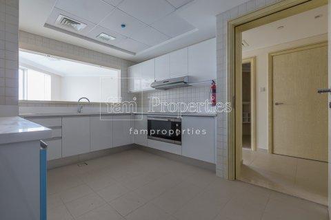 Apartment in Dubai, UAE 2 bedrooms, 149.6 sq.m. № 4538 - photo 2