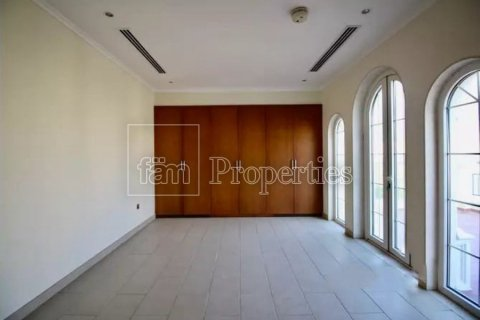 Villa in Jumeirah, Dubai, UAE 3 bedrooms, 327.7 sq.m. № 3194 - photo 7