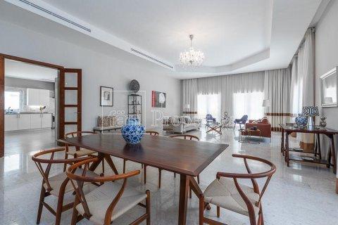 Villa in Dubai Land, Dubai, UAE 5 bedrooms, 594.6 sq.m. № 5146 - photo 9