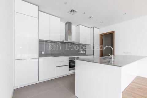 Apartment in Jumeirah, Dubai, UAE 3 bedrooms, 215.2 sq.m. № 4760 - photo 2