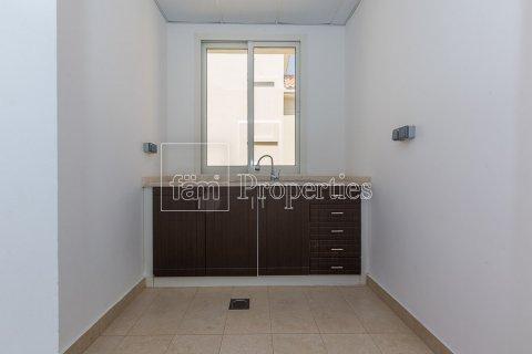 Villa in Dubai Land, Dubai, UAE 4 bedrooms, 557.4 sq.m. № 4774 - photo 22