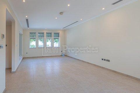 Villa in Jumeirah, Dubai, UAE 3 bedrooms, 826.6 sq.m. № 3417 - photo 9