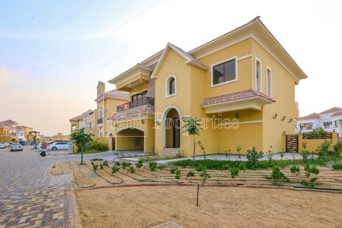 Villa in Dubai Land, Dubai, UAE 5 bedrooms, 641 sq.m. № 5052 - photo 2