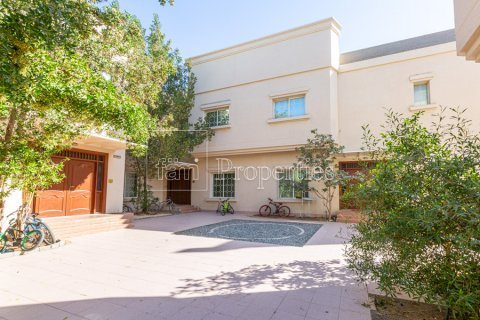 Villa in Mirdif, Dubai, UAE 4 bedrooms, 1300.6 sq.m. № 3308 - photo 8