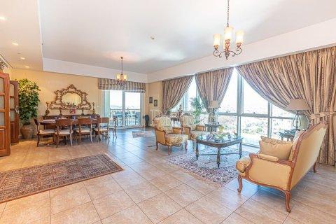 Apartment in Palm Jumeirah, Dubai, UAE 3 bedrooms, 376.5 sq.m. № 3574 - photo 1
