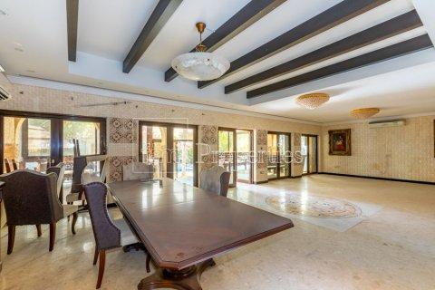 Villa in Dubai Land, Dubai, UAE 6 bedrooms, 1254.2 sq.m. № 5196 - photo 5