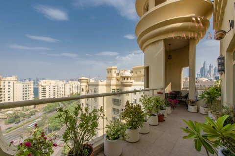 Apartment in Palm Jumeirah, Dubai, UAE 3 bedrooms, 198 sq.m. № 232 - photo 1