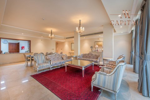 Apartment in Palm Jumeirah, Dubai, UAE 4 bedrooms, 544.3 sq.m. № 225 - photo 2
