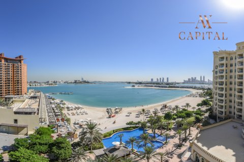 Apartment in Palm Jumeirah, Dubai, UAE 2 bedrooms, 150.1 sq.m. № 489 - photo 1