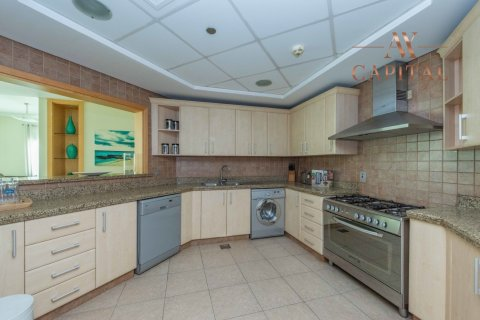 Apartment in Palm Jumeirah, Dubai, UAE 3 bedrooms, 209.6 sq.m. № 757 - photo 3