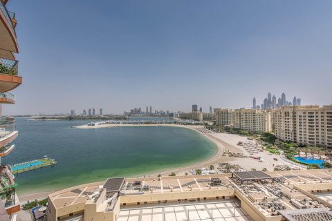 Apartment in Palm Jumeirah, Dubai, UAE 3 bedrooms, 210.5 sq.m. № 375 - photo 1