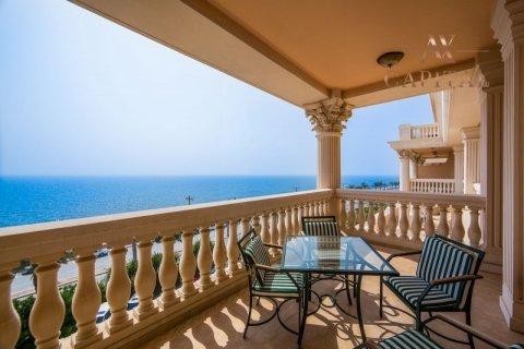 Apartment in Palm Jumeirah, Dubai, UAE 2 bedrooms, 164 sq.m. № 277 - photo 1