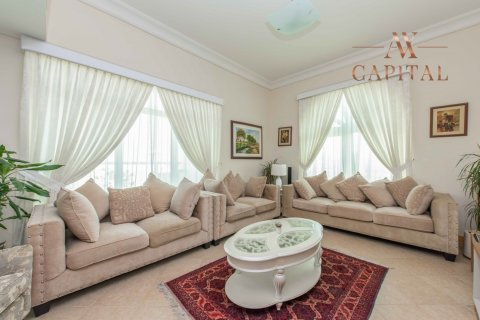 Apartment in Palm Jumeirah, Dubai, UAE 3 bedrooms, 198 sq.m. № 232 - photo 2