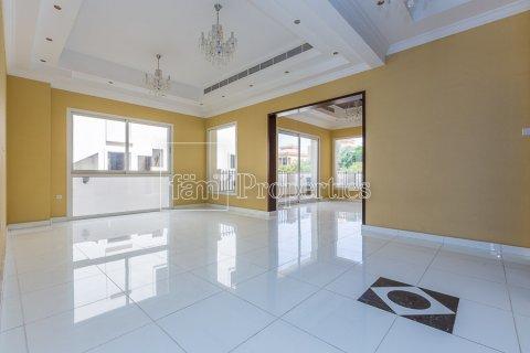 Villa in Dubai Land, Dubai, UAE 4 bedrooms, 557.4 sq.m. № 4774 - photo 1