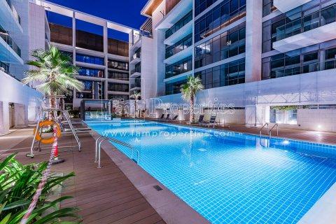 Apartment in Jumeirah, Dubai, UAE 3 bedrooms, 204.5 sq.m. № 4707 - photo 13
