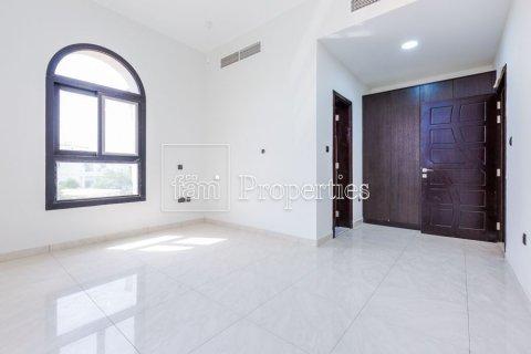 Villa in Dubai Land, Dubai, UAE 5 bedrooms, 566.7 sq.m. № 5207 - photo 10