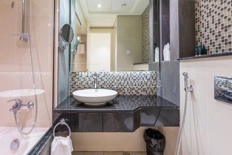 Apartment in Downtown Dubai (Downtown Burj Dubai), Dubai, UAE 3 bedrooms, 164.4 sq.m. № 3476 - photo 28