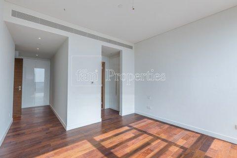 Apartment in Jumeirah, Dubai, UAE 3 bedrooms, 219.1 sq.m. № 4848 - photo 1