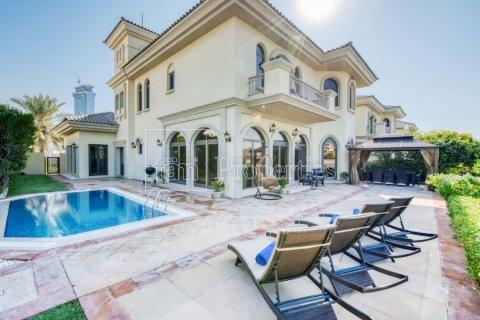Villa in Palm Jumeirah, Dubai, UAE 4 bedrooms, 657.6 sq.m. № 5120 - photo 1