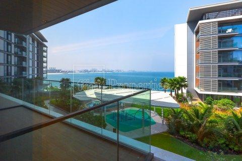 Apartment in Dubai, UAE 1 bedroom, 106.5 sq.m. № 3758 - photo 1