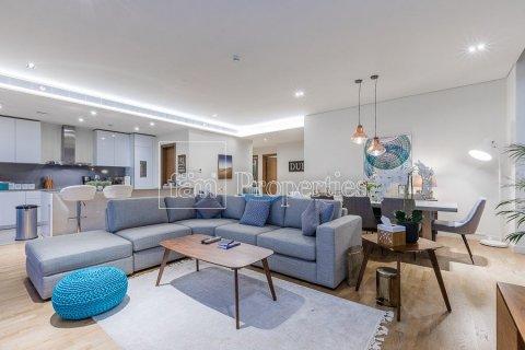 Apartment in Jumeirah, Dubai, UAE 3 bedrooms, 203.7 sq.m. № 5307 - photo 1