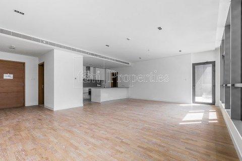 Apartment in Jumeirah, Dubai, UAE 3 bedrooms, 215.2 sq.m. № 4760 - photo 1