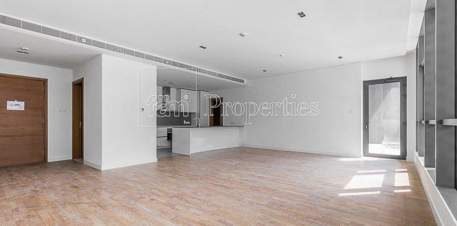 Apartment in Jumeirah, Dubai, UAE 3 bedrooms, 215.2 sq.m. № 4760